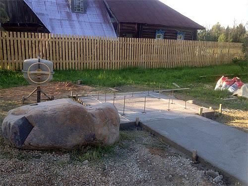 Подготовка площадки к установке постамента памятника