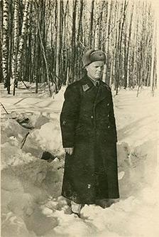 Кубарев — И.И. комиссар 172-го ИАП на месте гибели Силантьева. Февраль 1942 г.